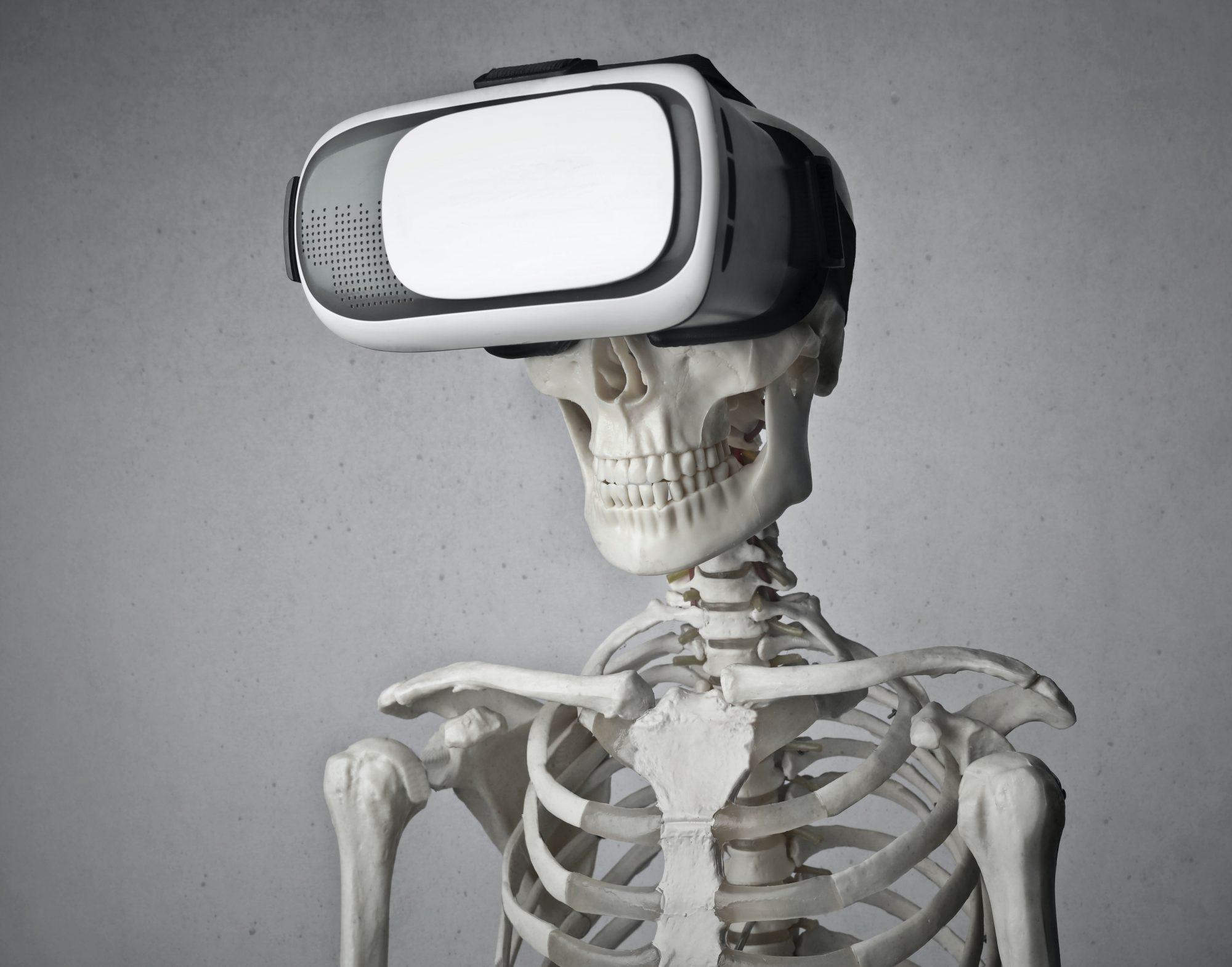 Skelett mit VR-Brille